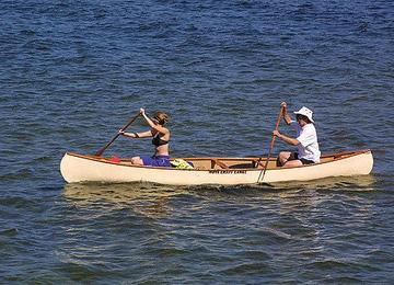 大自然の中で乗るカヌーの魅力